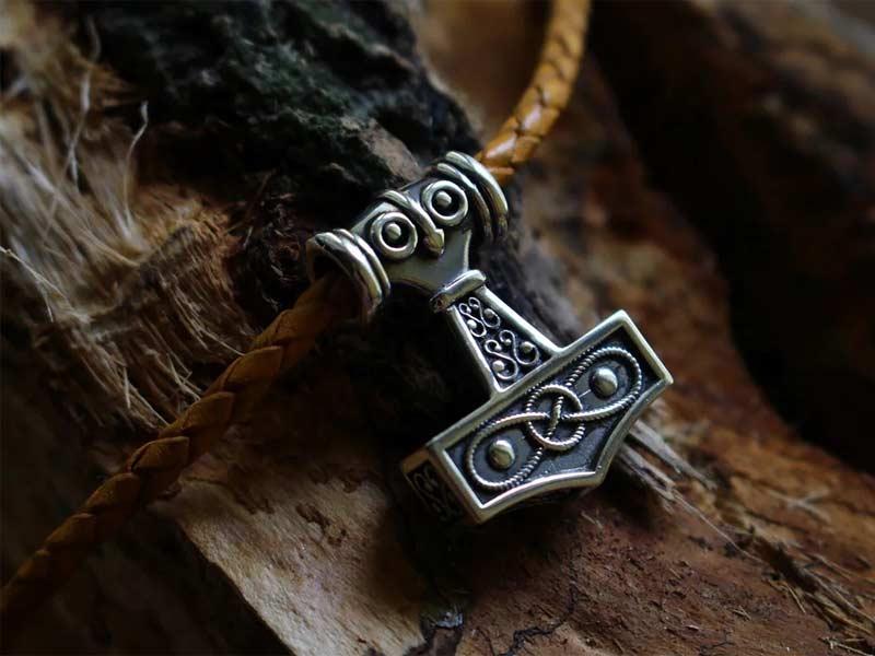 Amuleto Martillo de Thor o Mjolnir