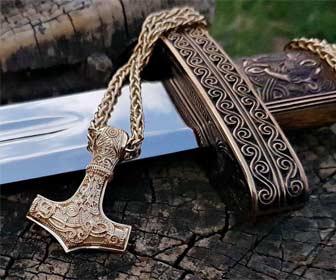 Amuleto Mjolnir