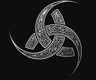 Amuletos Vikingos de Protección El Trisquel o el Triple Cuerno de Odín
