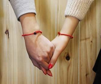 Pulsera de hilo rojo para atraer el amor